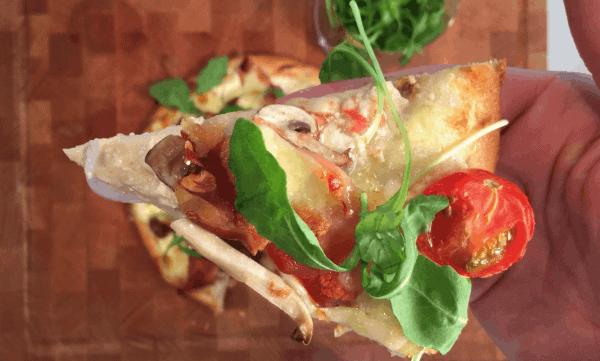gezonde pizza met bloemkoolbodem